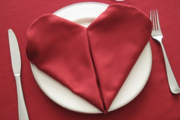 serviette forme coeur