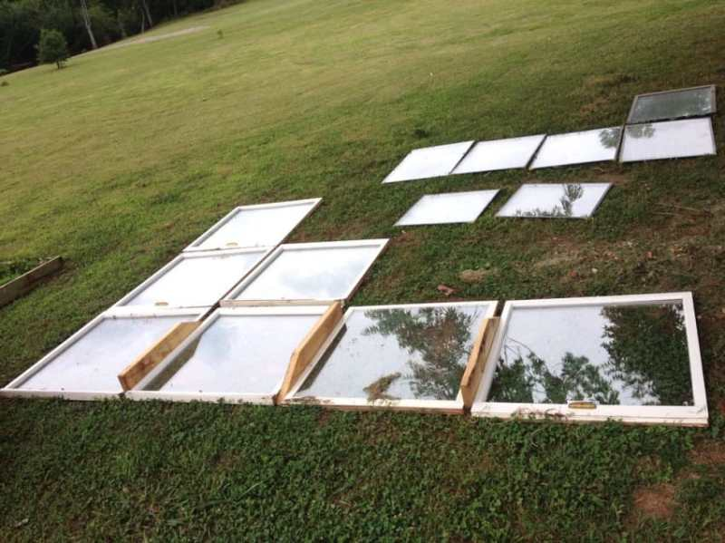 serre-de-jardin-avec-des-fenêtres-de-récupération-1