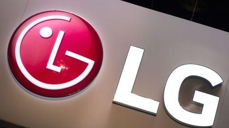 LG rivela uno smartphone pieghevole con triplo schermo