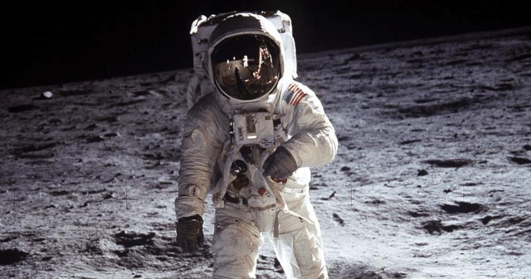 De La Terre A La Lune