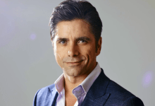 Photo de John Stamos sur Disney + dans une série de David E. Kelley