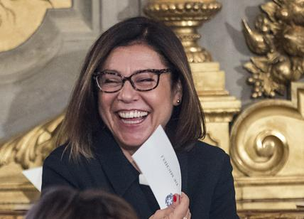 """Governo, scoppia il caso De Micheli. M5S: """"Vada subito all'opposizione"""""""