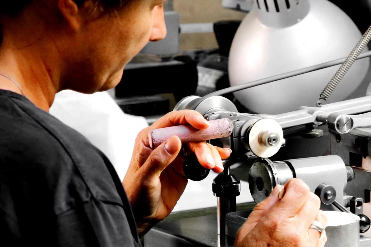 manual wings polishing job swiss watch affolter geartrain