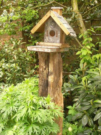 Vogelhuisje op balk Prijs €175,-