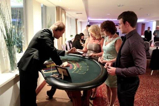 ボーナスはリアルカジノのポイント特典をオンラインカジノに合わせたもの