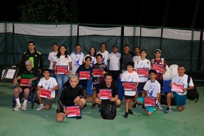 tennis25 696x464 - Premia Incode a las y los campeones de Tenis de la Feria de Colima 2019