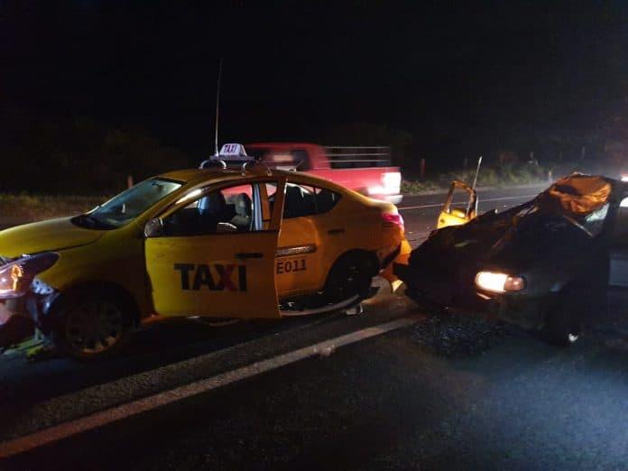accidente 6 696x522 - 10 lesionados tras accidente vehicular por vaca que se atravesó en autopista Colima-Gdl