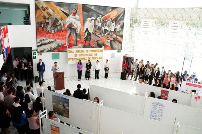 jornadainvestigacion 696x462 - Presentan futuros economistas resultados de estudios de mercado en Colima