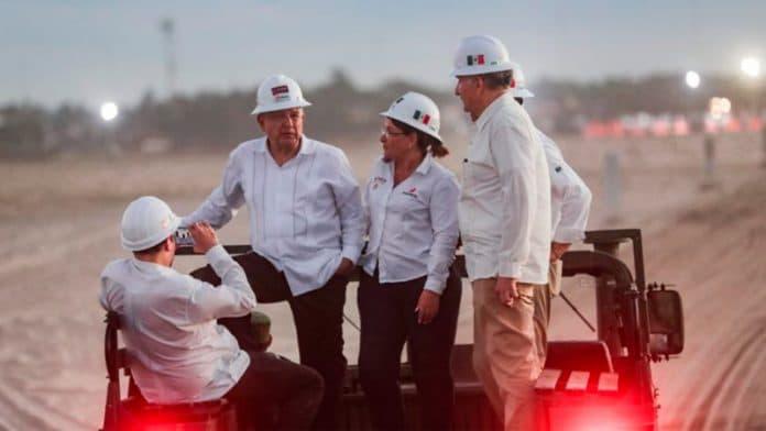 presidentepemex 696x392 - Presidente destaca esfuerzos por el rescate de la industria petrolera