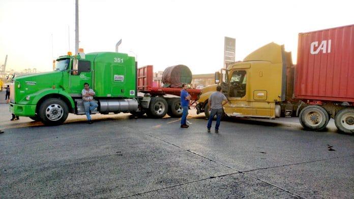 WhatsApp Image 2020 03 09 at 21.41.17 696x392 - Choque de tráileres paralizó la carretera a Jalipa en Manzanillo - #Noticias