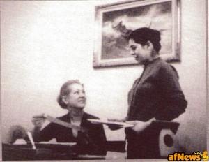 Tea Bonelli nel suo ufficio in compagnia di Liliana Gentini (da Mister No, edizioni if s.r.l., Milano, n. 2, pag. 207, giugno 2007) - da http://www.leggendotexwiller.it/