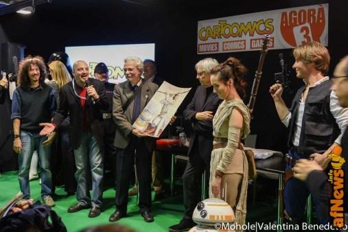 Luigi Bona riceve la tavola dedicata a Star Wars da Milo Manara - afnews
