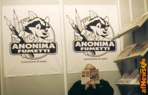 Franco Fossati nello stand Anonima Fumetti ad Angouleme.