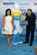 NEW YORK, NY - MARCH 18: Actress and singer Demi Lovato (L) and actor Mandy Patinkin at the United Nations Headquarters celebrating International Day of Happiness in conjunction with SMURFS: THE LOST VILLAGE on March 18, 2017 in New York City. (Photo by Andrew Toth/Getty Images for Sony Pictures)