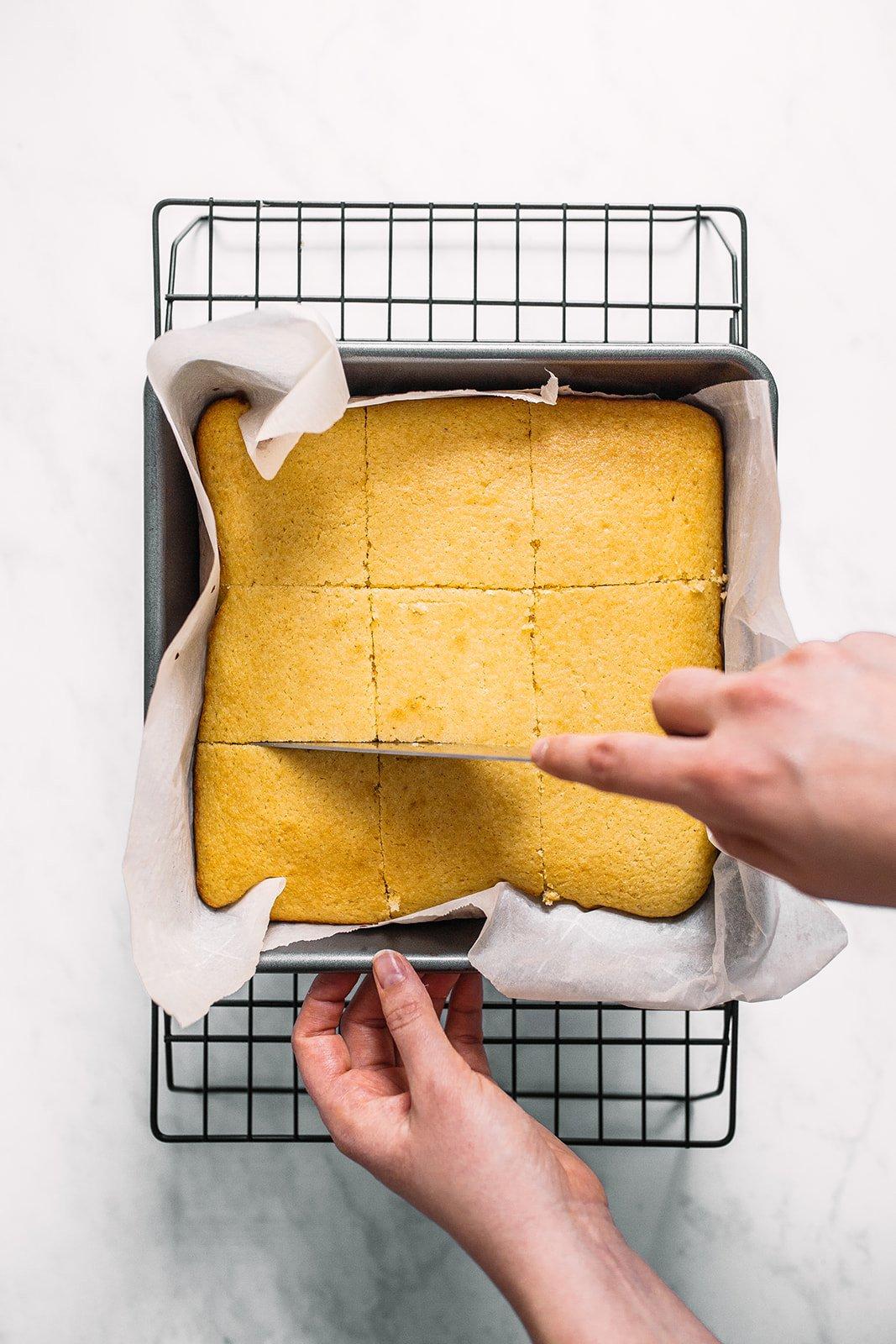 slicing cornbread