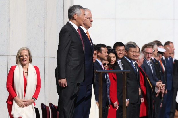 Prime Minister of Singapore Lee Hsien Loong received a ceremonial welcome at Parliament House.