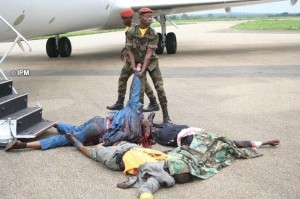 Cadaveri sotto aereo