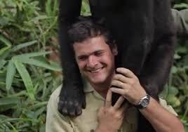con gorilla sulle spalle