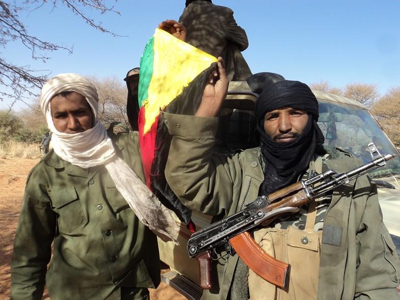 Tuareg con bandera