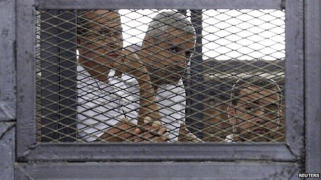 I tre in gabbia