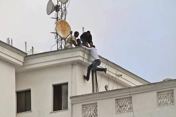 scappano dal tetto