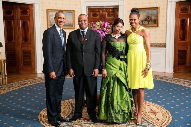 Barack Obama e la First lady Michelle alla Casa Bianca con re Mswati III e la regina Inkhosikati La Mbikiza dello Swaziland in occasione del Summit US-Africa del 5 agosto 2015 (foto courtesy White House)