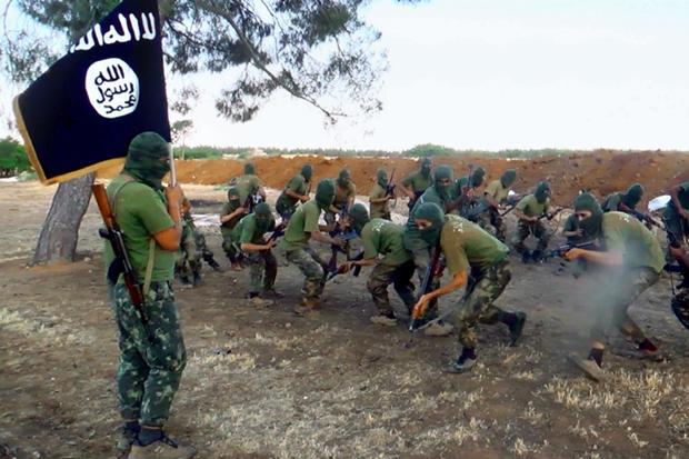 miliziani si addestrano