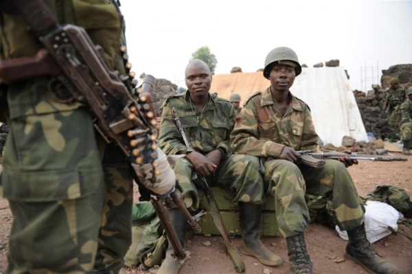 Photo: © Guy Oliver/IRIN - Government soldiers not yet ready to tackle the Simbas