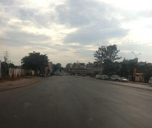 Strade vuote della capitale ugandese, Kampala
