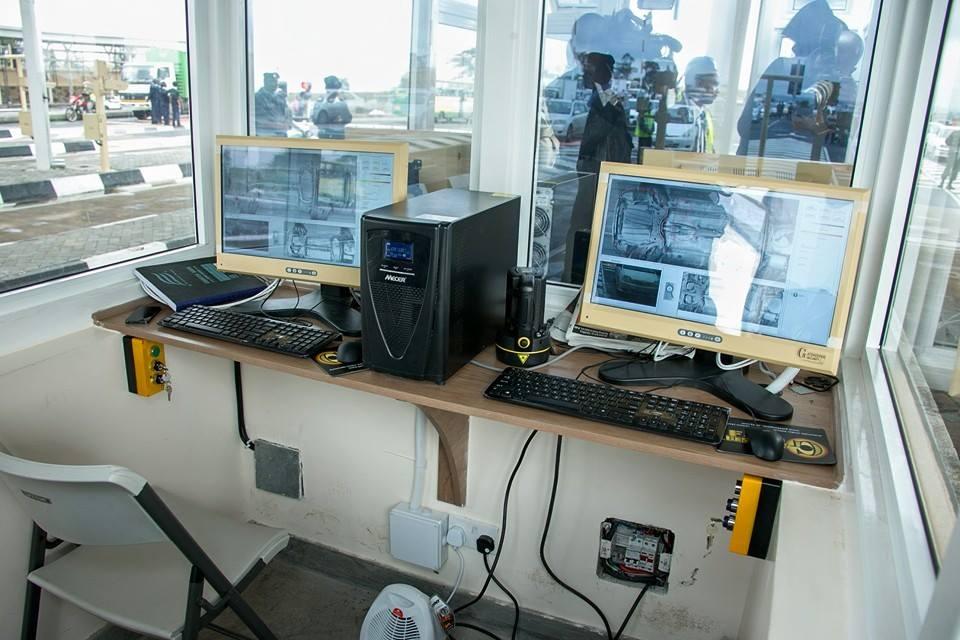 Alcuni monitor nella stanza di controllo