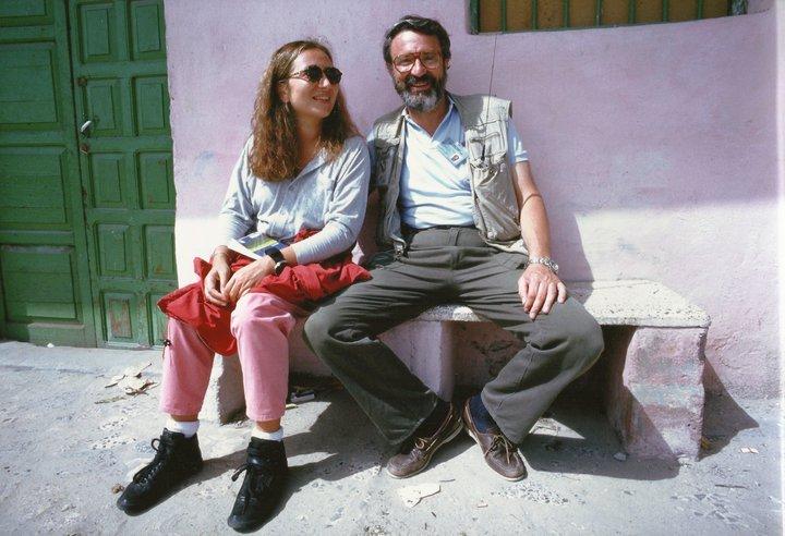 Ilaria Alpi e Massimo Alberizzi fotografati fuori dall'hotel Salafi nel 1993