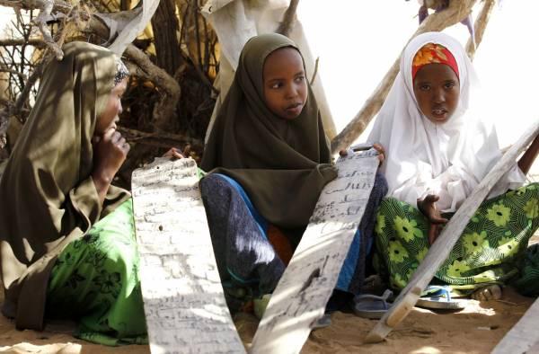 Nel campo di Dadaab i bambini imparano il Corano nelle madrasse appositamente allestito pro loro