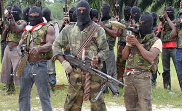 Un gruppo di ribelli nel delta del Niger