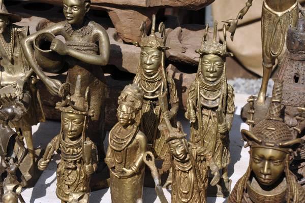 Statuette in bronzo