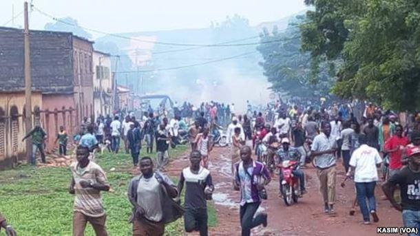 La manifestazione di protesta a Bamako