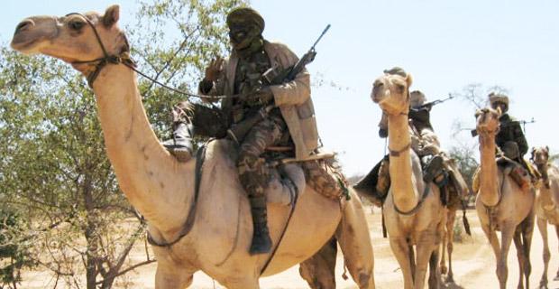Miliziani janjaweed in cammello fotografati in Darfur