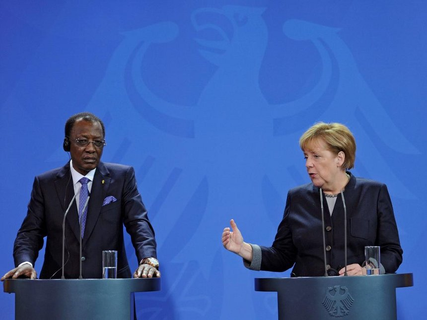Idriss Déby, presidente del Ciad e Angela Merkel