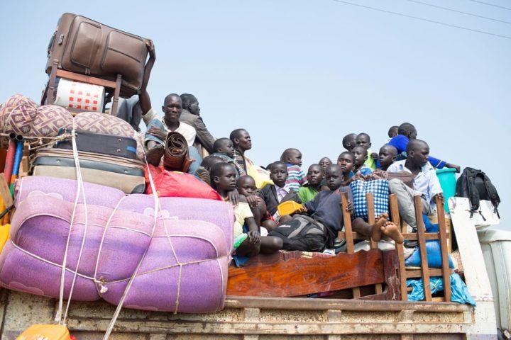 rifugiati sud sudanesi in arrivo in Uganda