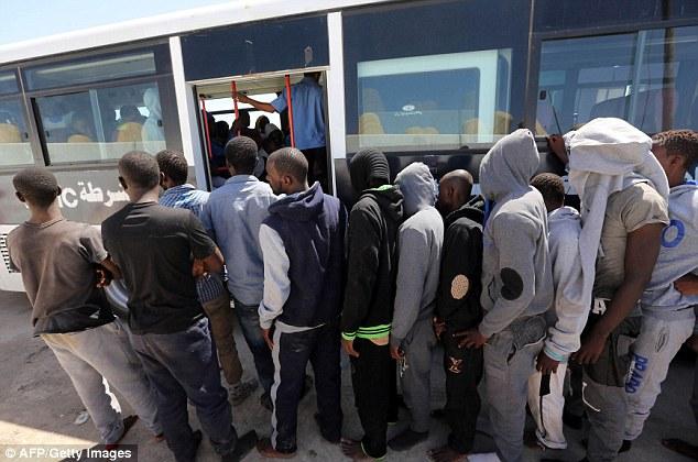 Migranti arrestati e deportati dal governo sudanese