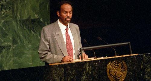 Petros Solomon durante un intervento all'ONU, subito dopo la liberazione dellì'Eritrea
