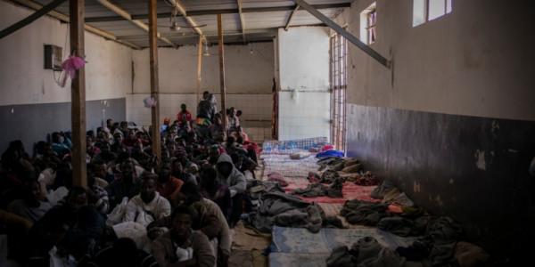 Un centro di detenzione per migranti in Libia