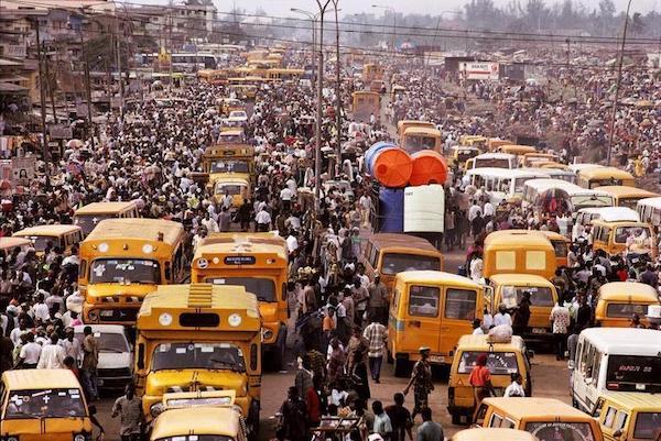 Un'area di Lagos, metropoli di 8 milioni di abitanti