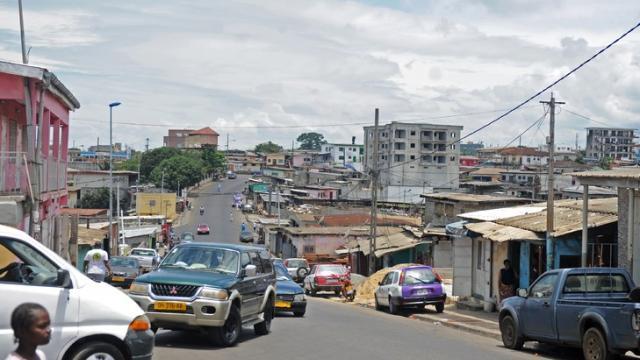 Una strada al centro di Libreville, capitale del Gabon