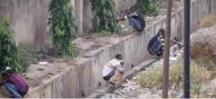 Ghana: il bello di defecare in compagnia