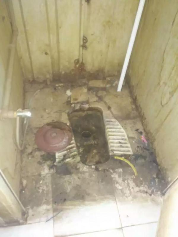 Una latrina del campo di Ghuryan