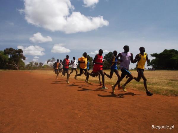 Giovani atleti durante un allenamento nella Rift Valley in Kenya