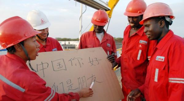 Tecnici cinesi istruiscono il personale africano