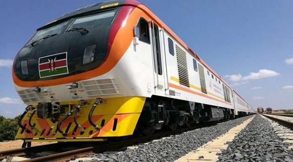 Il nuovo treno della SGR che collega Nairobi a Mombasa