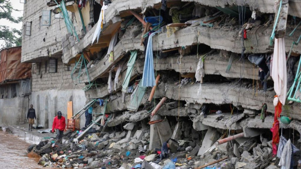 Uno dei numerosi crolli avvenuti a Nairobi