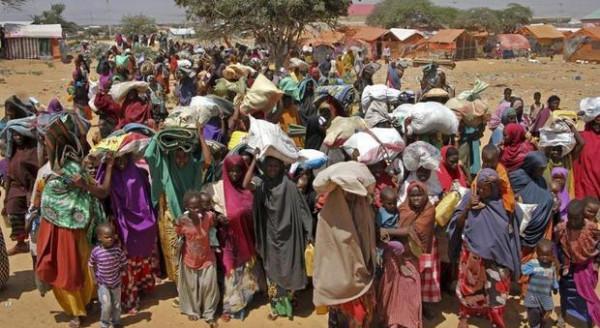 L'esodo di intere popolazioni che lasciano le proprie case per sottrarsi al conflitto